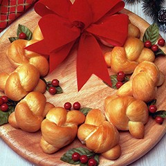 http://www.bridgford.com/bread/wp-content/uploads/2015/07/Christmas-Bread-Wreath-240x240.jpg