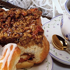https://www.bridgford.com/bread/wp-content/uploads/2015/07/Mall-Style-Giant-Caramel-Pecan-Rolls-240x240.jpg
