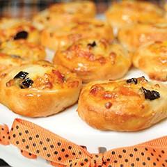 http://www.bridgford.com/bread/wp-content/uploads/2015/07/Pizza-Swirls-240x240.jpg