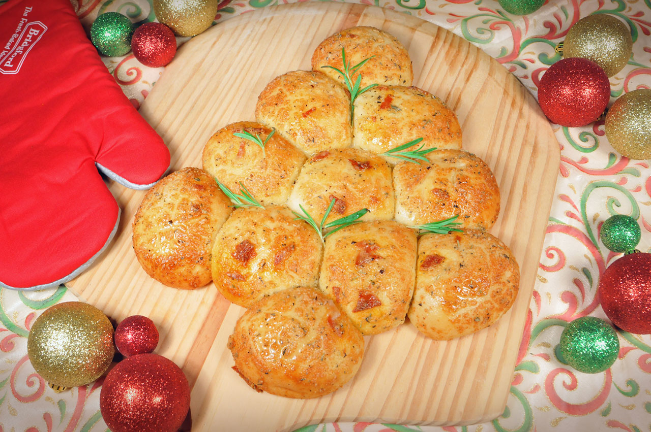 Bread and Roll Dough Pepperoni Christmas Tree Pull-Apart Bread ...