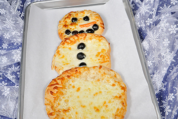 Bridgford Bread And Roll Dough Holiday Snowman Pizza