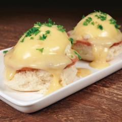 http://www.bridgford.com/foodservice/wp-content/uploads/2015/08/Biscuit-Eggs-Benedict-240x240.jpg