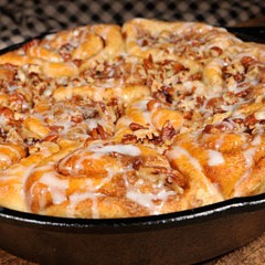 http://www.bridgford.com/foodservice/wp-content/uploads/2016/02/Skillet-Sticky-Buns-240x240.jpg