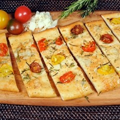 https://www.bridgford.com/foodservice/wp-content/uploads/2016/05/Flatbread-Rosemary-Tomato-Sliced-Web-240x240.jpg